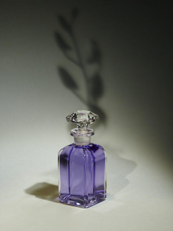 Flacon de parfum nature morte artistique
