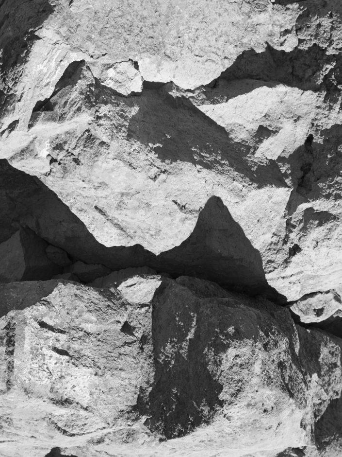 roche brut monochrome avec ombre